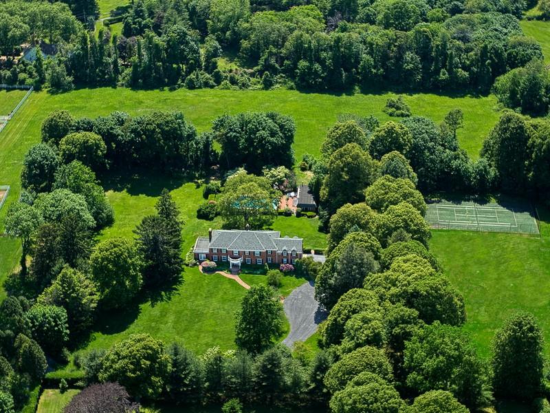 Casa para uma família para Venda às Colonial 6195 B Private Rd Muttontown, Nova York 11732 Estados Unidos