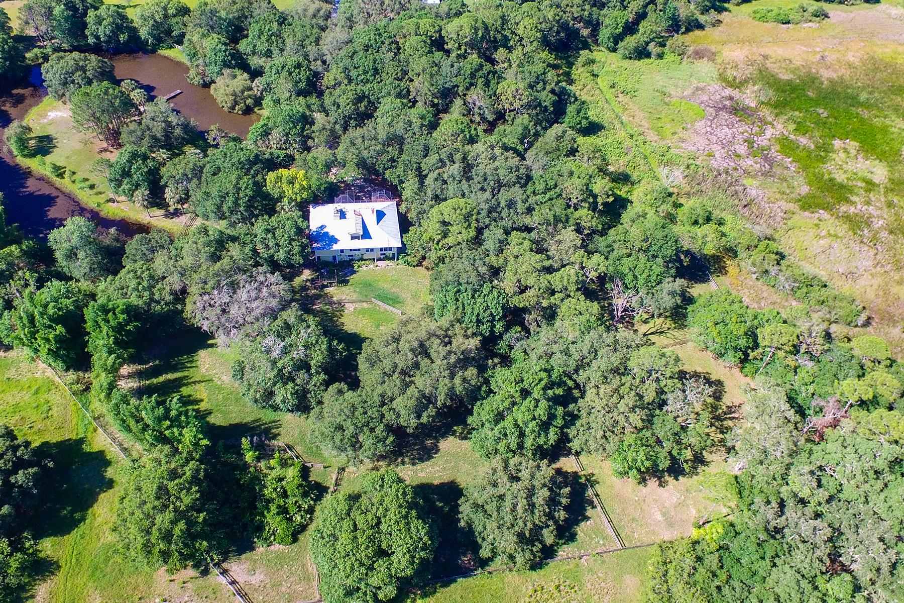 Maison unifamiliale pour l Vente à EAST SARASOTA 2405 Cowpen Ln Sarasota, Florida, 34240 États-Unis