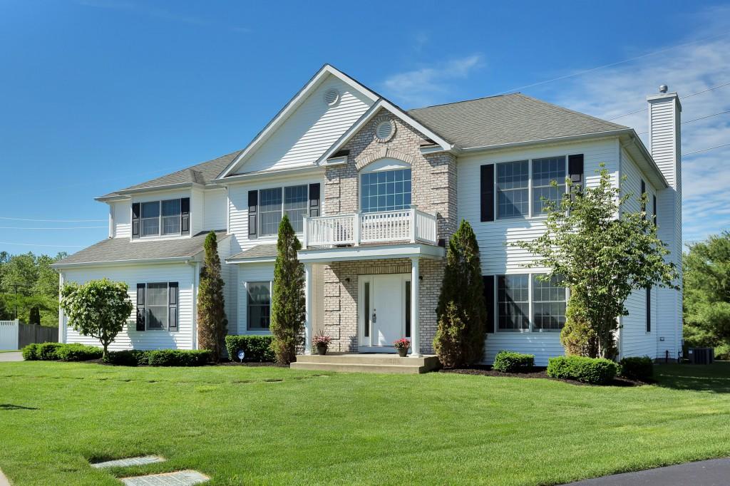 Villa per Vendita alle ore Colonial 8 Nursery Ct Huntington, New York, 11743 Stati Uniti
