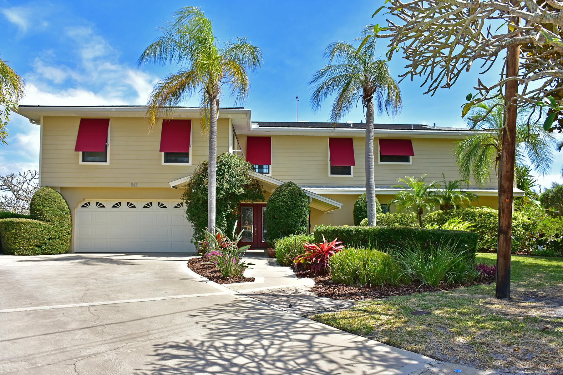 Maison unifamiliale pour l Vente à HOLMES BEACH 543 67th St Holmes Beach, Florida, 34217 États-Unis