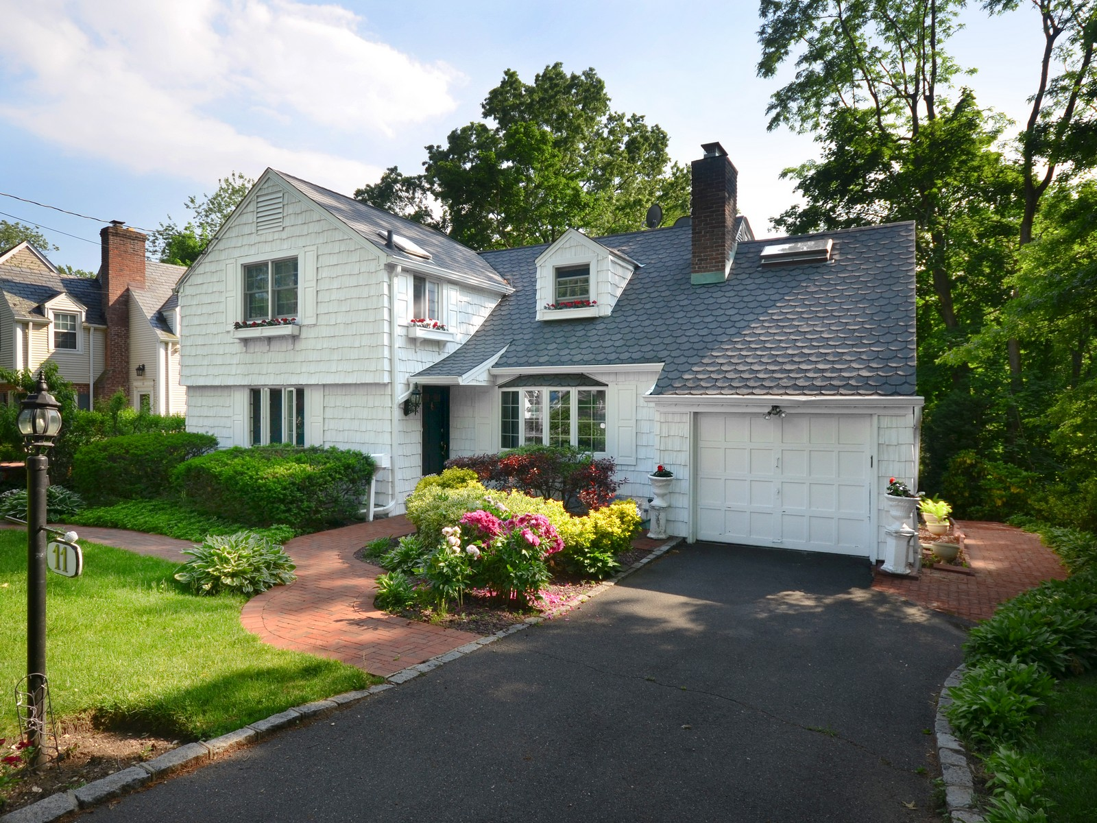 Single Family Home for Sale at Colonial 11 Briarcliff Dr Port Washington, New York, 11050 United States
