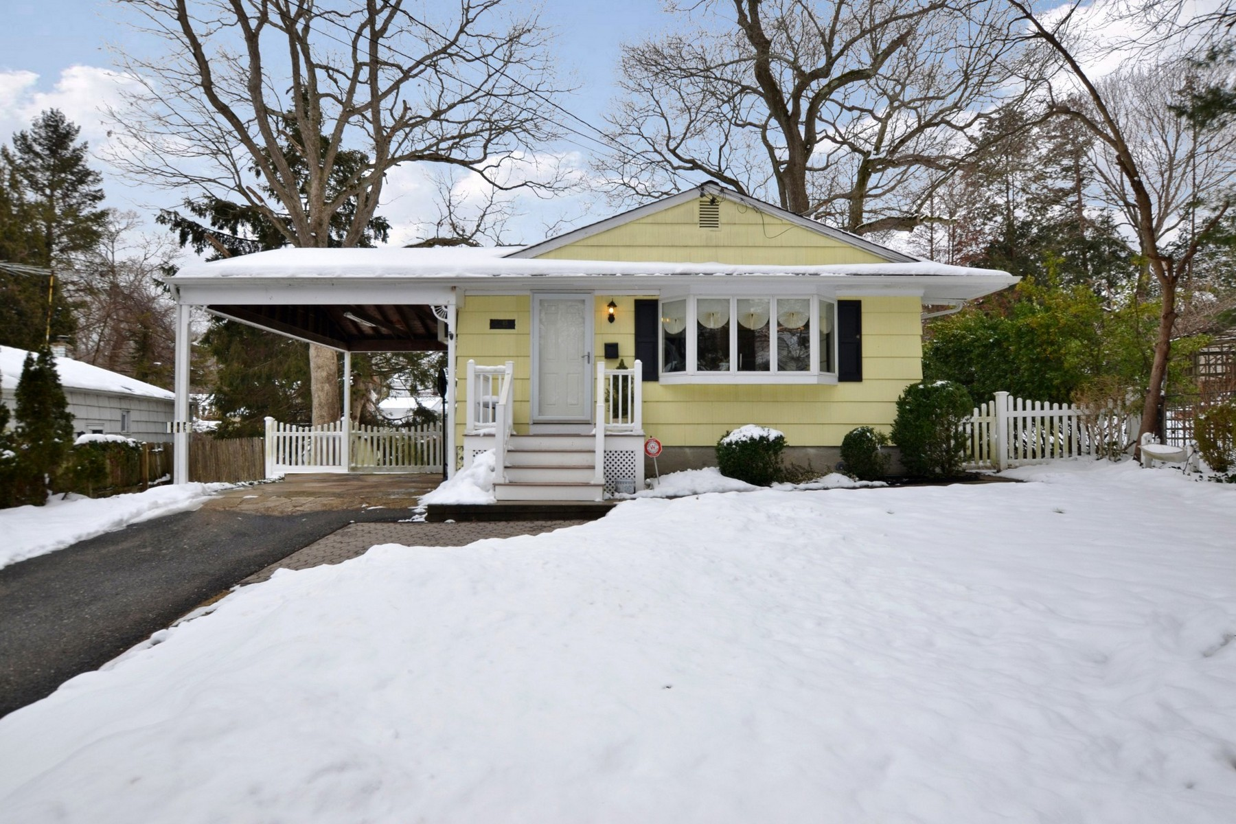 Single Family Home for Sale at Ranch 45 Front Dr Huntington Station, New York, 11746 United States