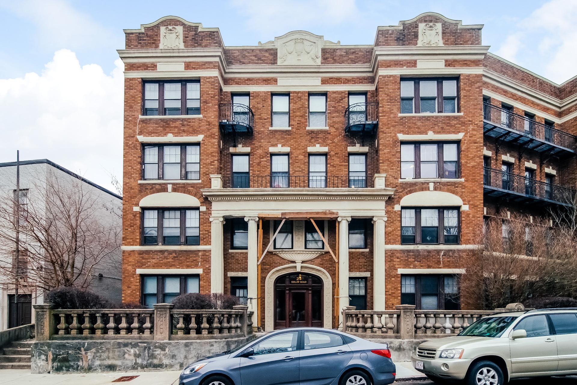 Copropriété pour l Vente à 24 Sidlaw Road #10 Boston, Massachusetts, 02135 États-Unis