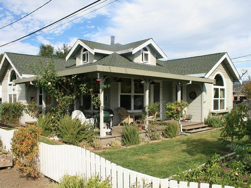 Single Family Home for Sale at 1316 Sulphur Springs Ave, St. Helena, CA 94574 1316 Sulphur Springs Ave St. Helena, California 94574 United States