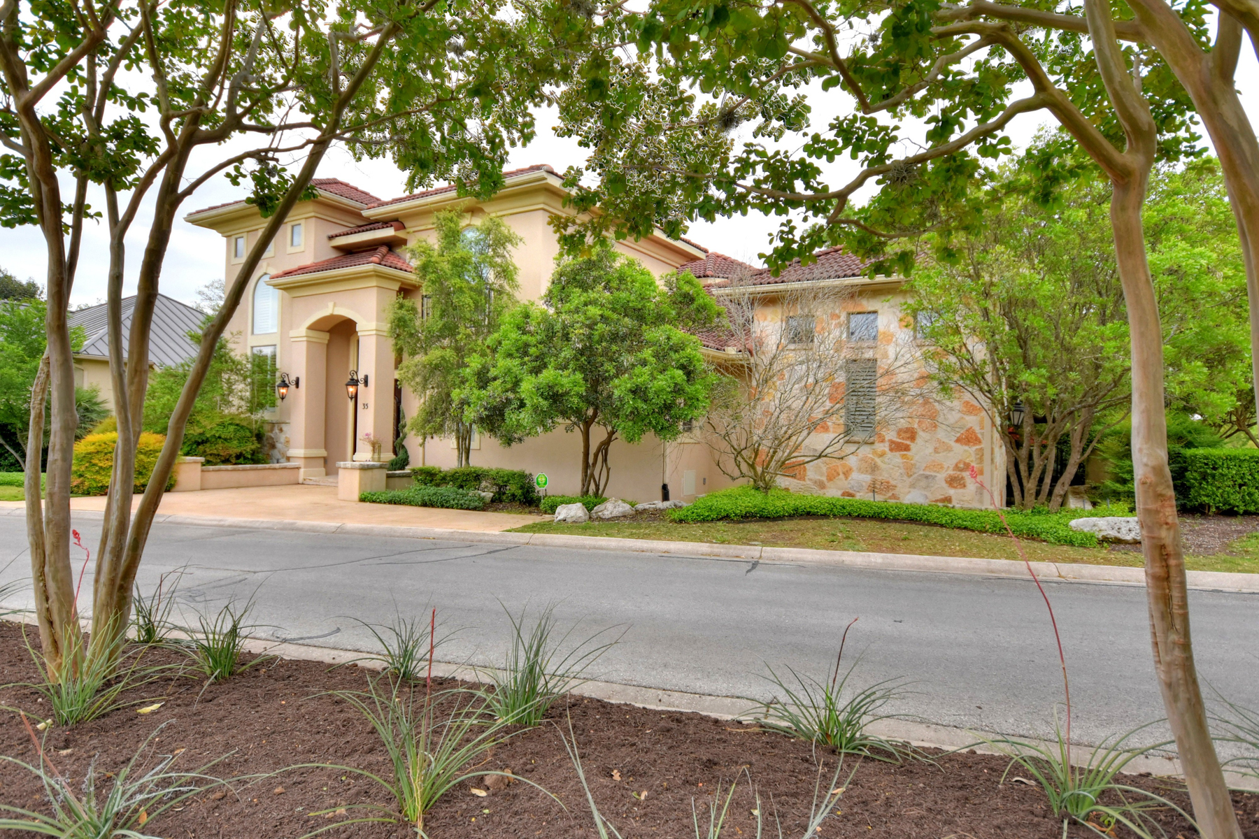 Additional photo for property listing at Immaculate Home in The Dominion 35 Worthsham San Antonio, Texas 78257 Estados Unidos