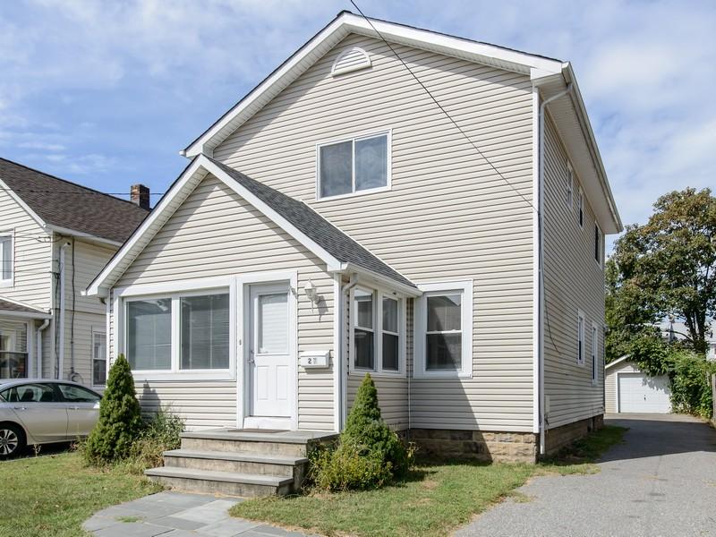 Einfamilienhaus für Verkauf beim Colonial 27 High St Roslyn Heights, New York 11577 Vereinigte Staaten