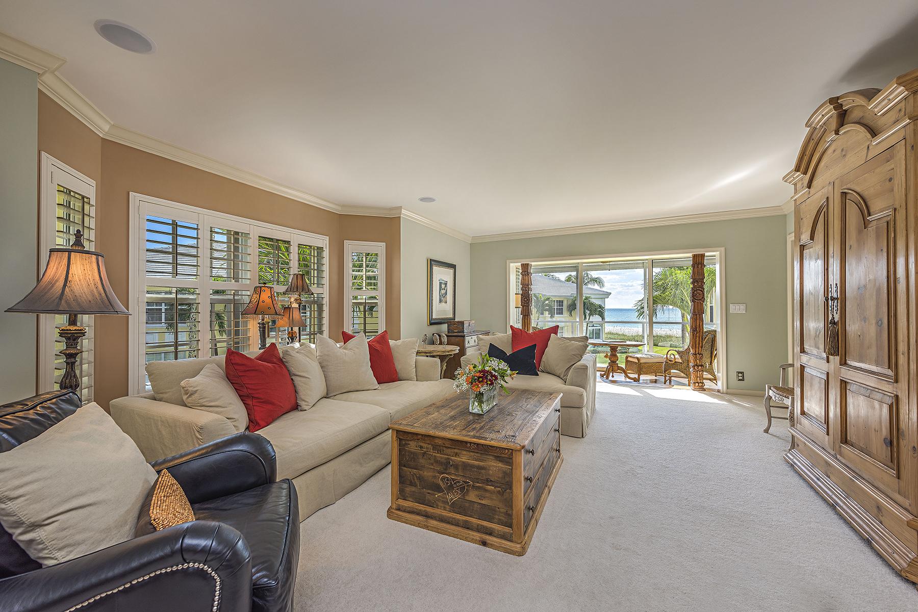 Condomínio para Venda às MOORINGS - BILLOWS 2601 Gulf Shore Blvd N 012 Naples, Florida 34103 Estados Unidos