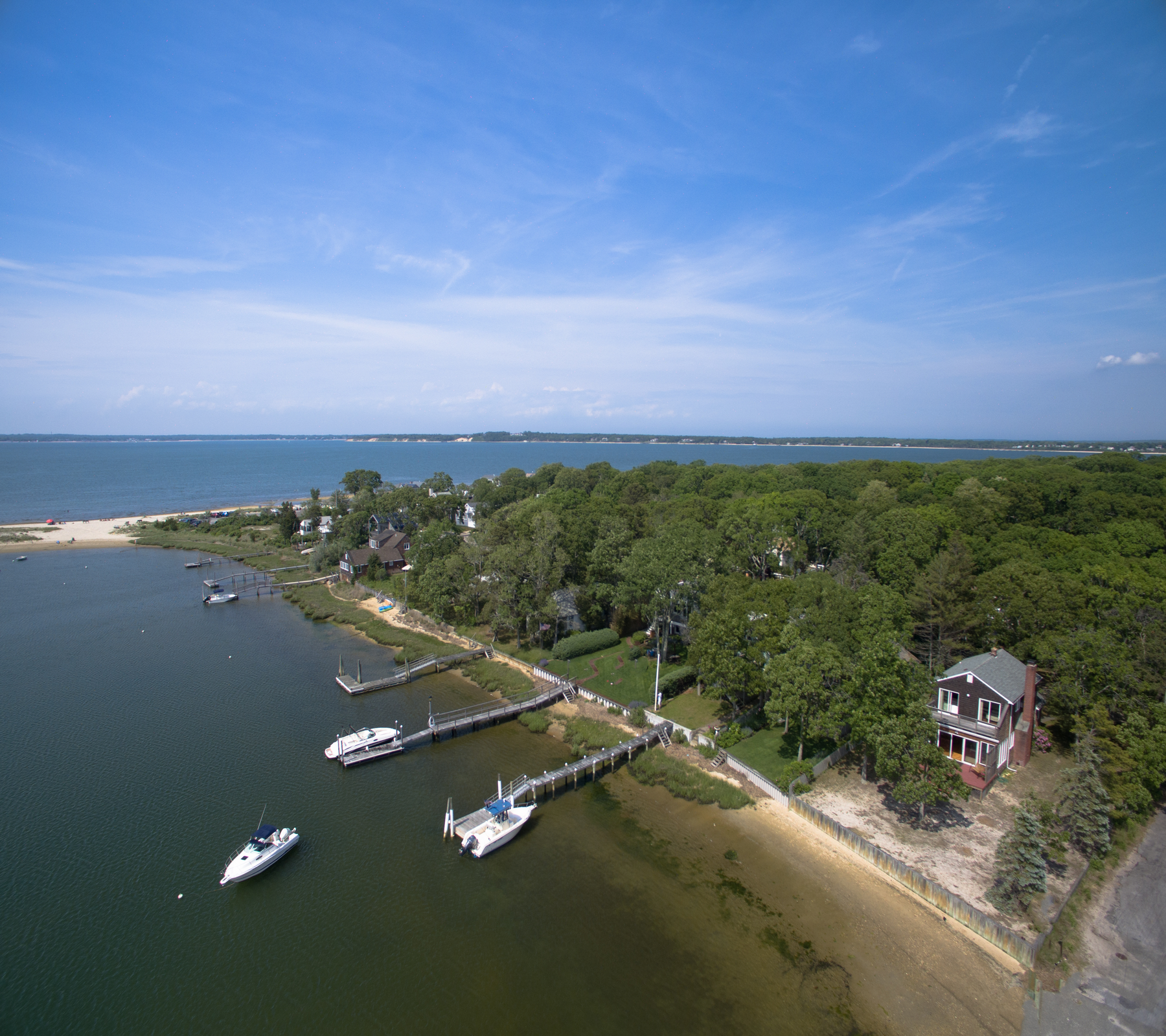 Villa per Vendita alle ore Cottage 55 Pine Neck Ave Sag Harbor, New York, 11963 Stati Uniti