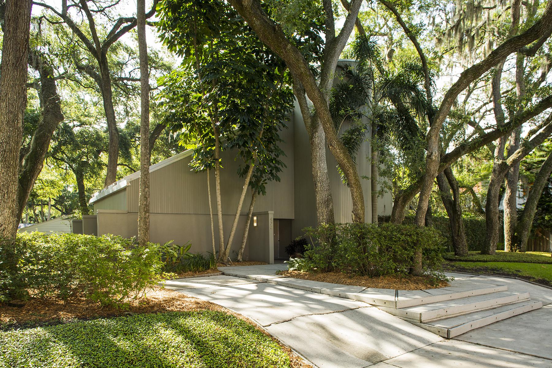 Nhà ở một gia đình vì Bán tại SOUTH TAMPA 420 S Hesperides St Tampa, Florida, 33609 Hoa Kỳ