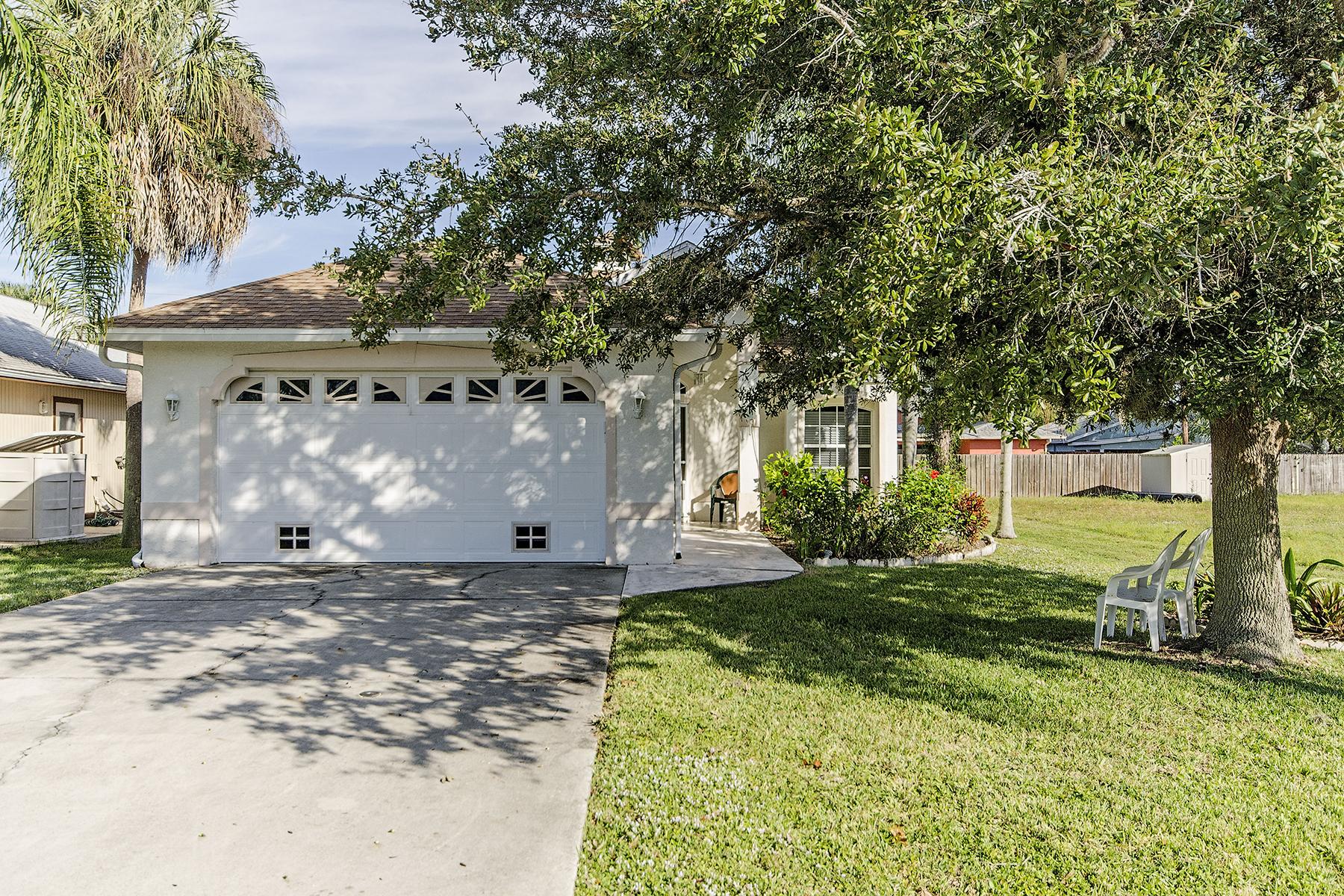 Vivienda unifamiliar por un Venta en Naples Park 821 101st Ave N Naples, Florida 34108 Estados Unidos