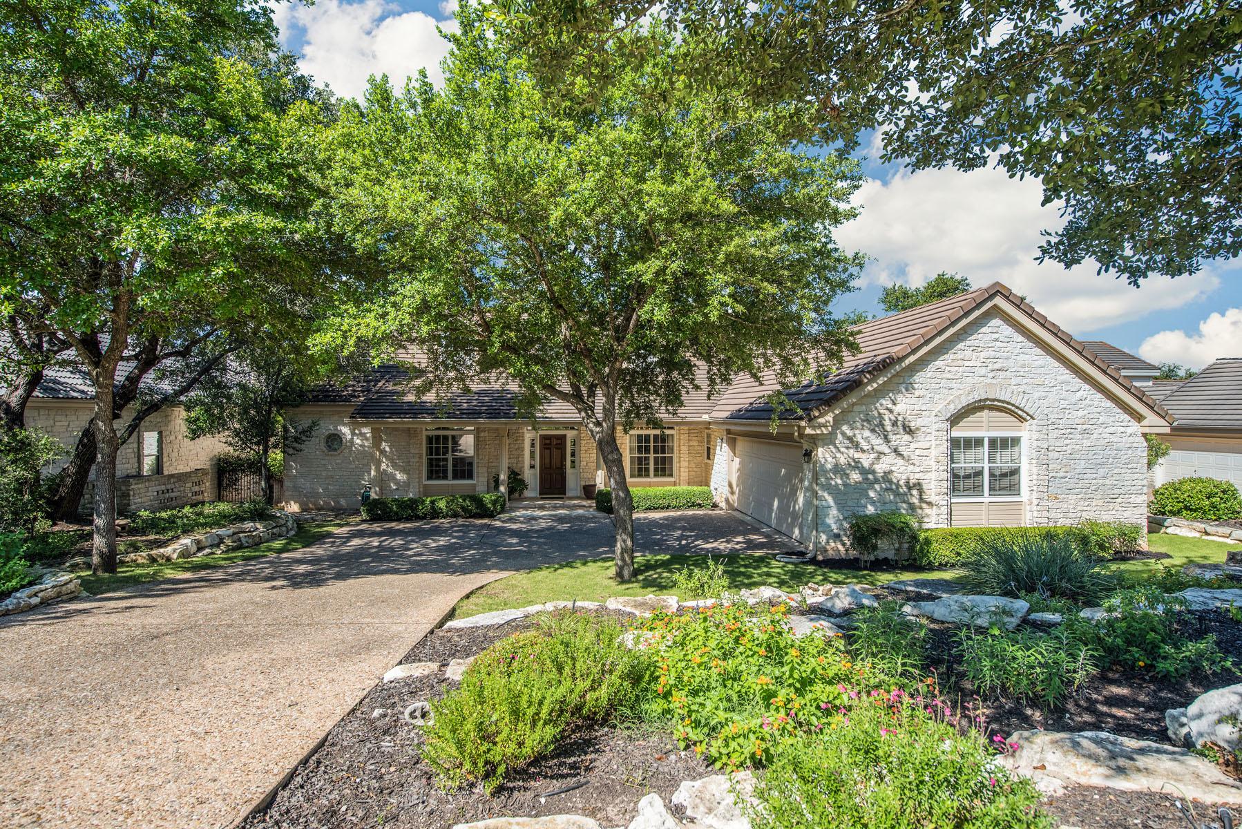 Casa Unifamiliar por un Venta en A Traditional Masterpiece 11 Waterfall Dr The Hills, Texas 78738 Estados Unidos