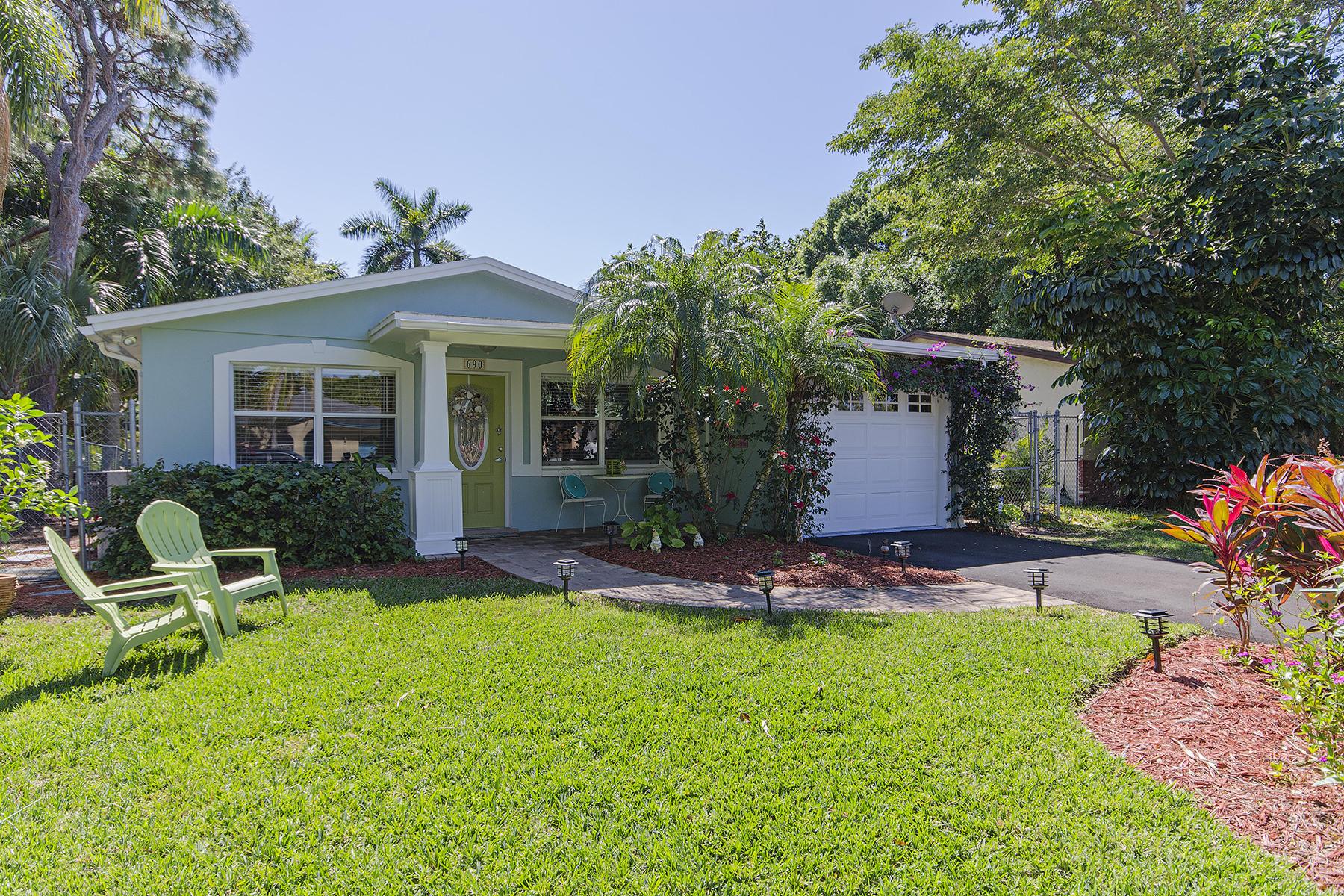 獨棟家庭住宅 為 出售 在 690 101st Ave N, Naples, FL 34108 690 101st Ave N Naples, 佛羅里達州, 34108 美國