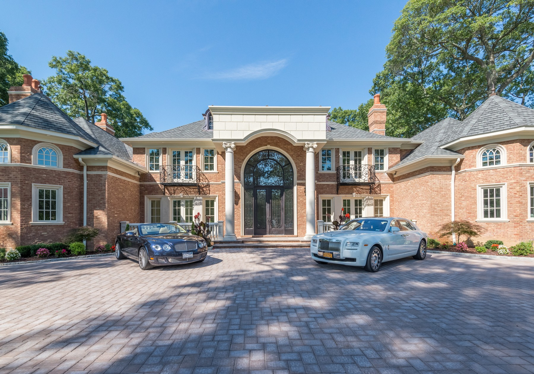 Casa Unifamiliar por un Venta en Colonial 12 Quail Path Upper Brookville, Nueva York 11545 Estados Unidos