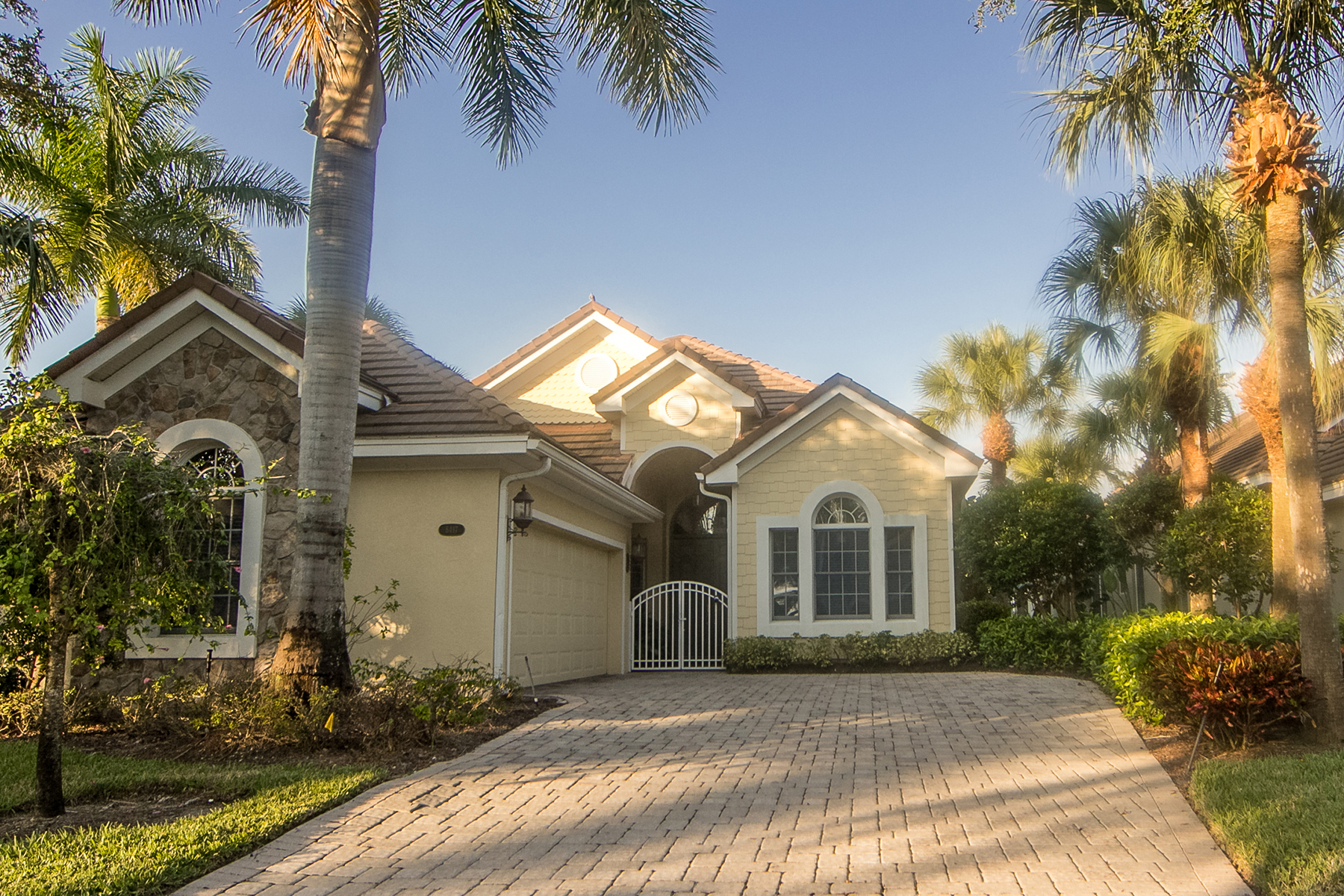 Single Family Home for Sale at FIDDLER'S CREEK - MALLARDS LANDING 8417 Mallards Way Naples, Florida 34114 United States