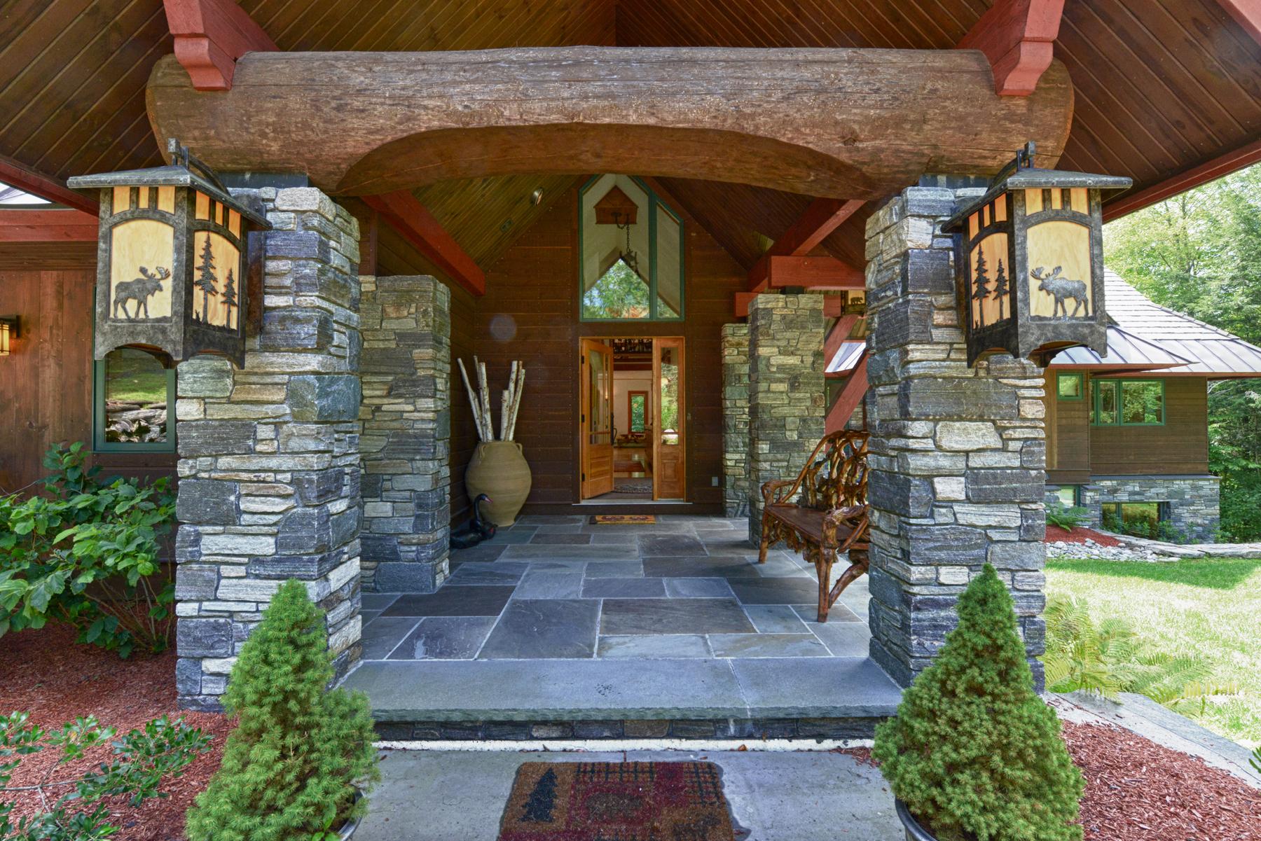 独户住宅 为 销售 在 40 East Ash Road 普利茅斯, 佛蒙特州 05056 美国