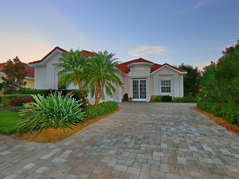 Maison unifamiliale pour l Vente à BOCA ROYALE GOLF & COUNTRY CLUB 1763 Grande Park Dr Englewood, Florida, 34223 États-Unis