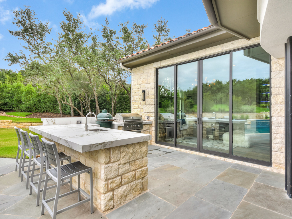 Additional photo for property listing at Entertainer's Paradise in Spanish Oaks 12100 Rayner Pl Austin, Texas 78738 Estados Unidos