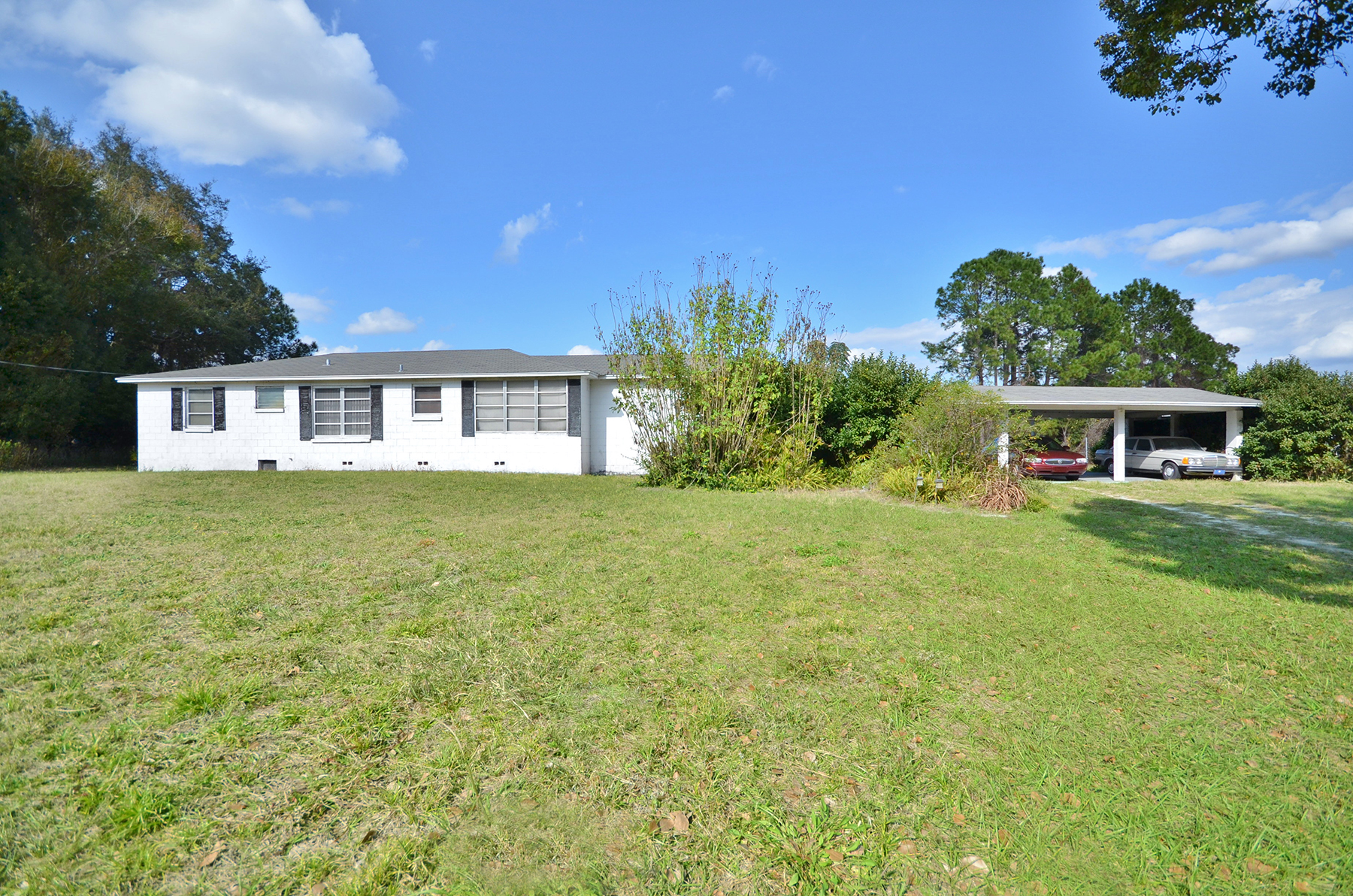 Single Family Home for Sale at 18625 County Road 450a , Umatilla, FL 32784 18625 County Road 450a Umatilla, Florida, 32784 United States