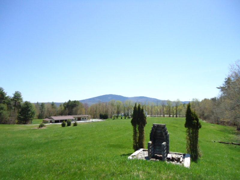 Maison unifamiliale pour l Vente à Rare Land Opportunit 142 Blueberry Ln New London, New Hampshire 03257 États-Unis