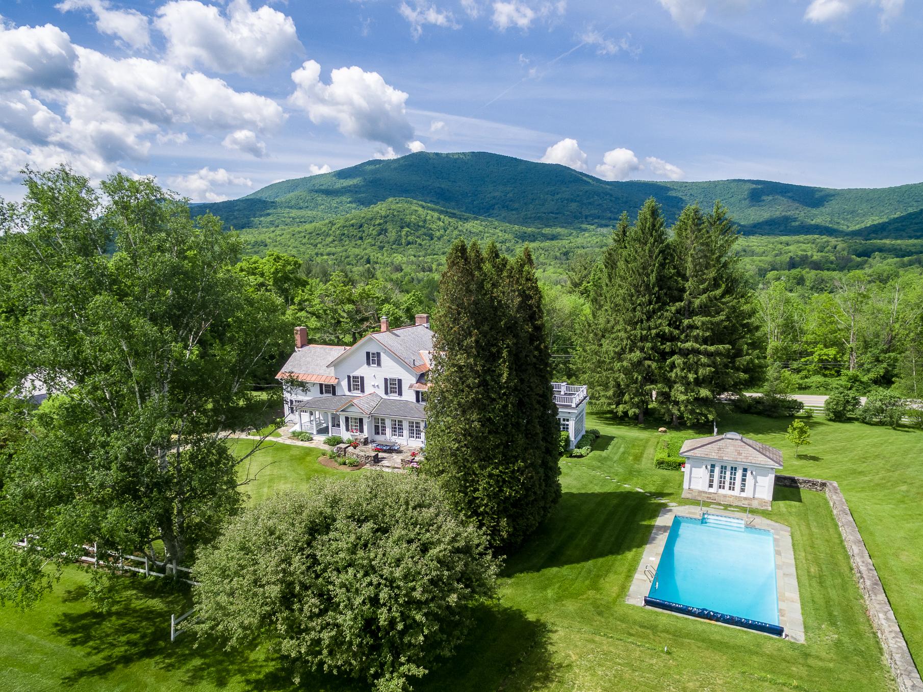 """Moradia para Venda às Historic Renovation - """"Dorset House"""" 2116 Vermont Route 30 Dorset, Vermont, 05255 Estados Unidos"""