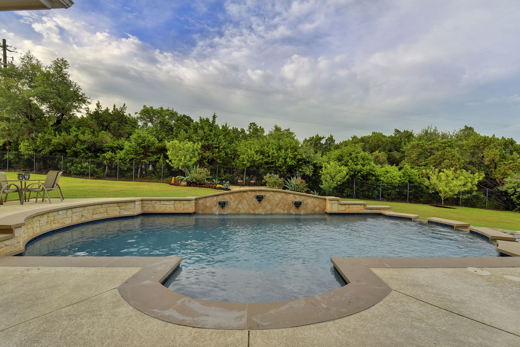 Additional photo for property listing at A Lifestyle Within Austin City Limits 7312 Turnbuoy Dr Austin, Texas 78730 United States