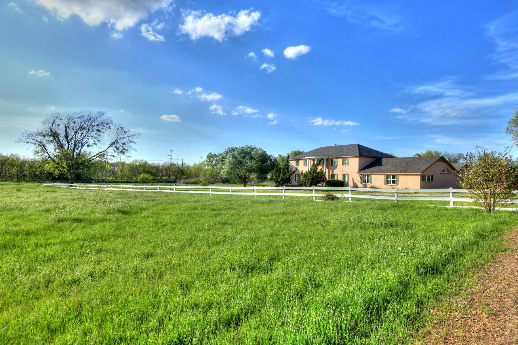 Additional photo for property listing at Amazing Round Rock property on 10 acres 4500 Tiffany Nicole St Round Rock, Texas 78665 Estados Unidos