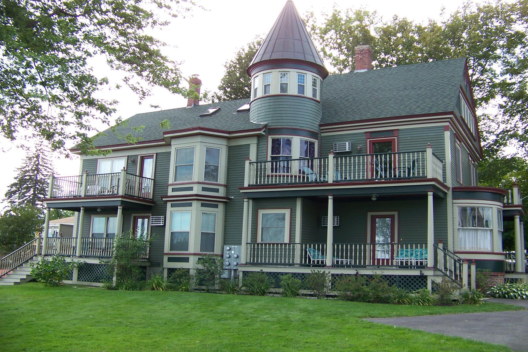 Maison unifamiliale pour l Vente à 22 - 24 North Main Street, Wolfeboro Wolfeboro, New Hampshire 03894 États-Unis