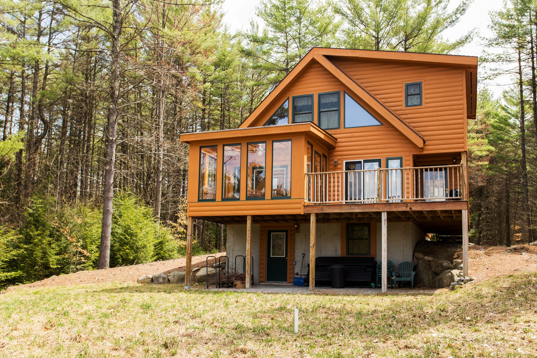 Maison unifamiliale pour l Vente à Green Mansions Log Home 93 Balsam Crest Rd Chestertown, New York 12817 États-Unis