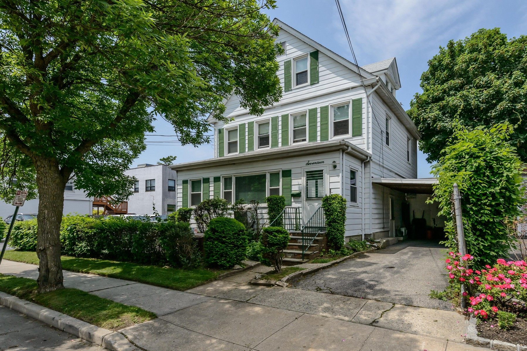 Multi-Family Home for Sale at Other 17 Myrtle St Manhasset, New York, 11030 United States