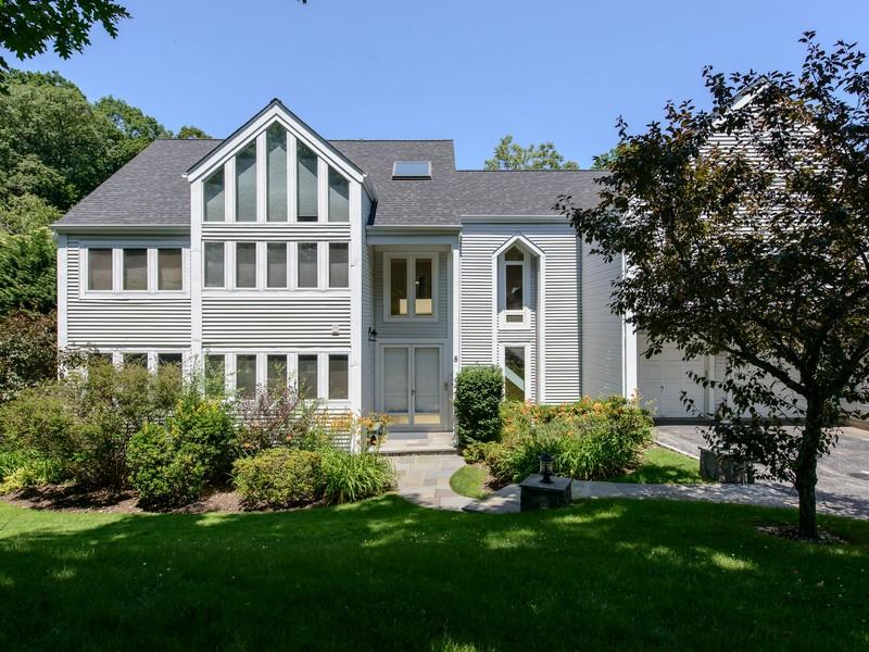 Einfamilienhaus für Verkauf beim Colonial 8 Verity Ln Roslyn, New York 11576 Vereinigte Staaten