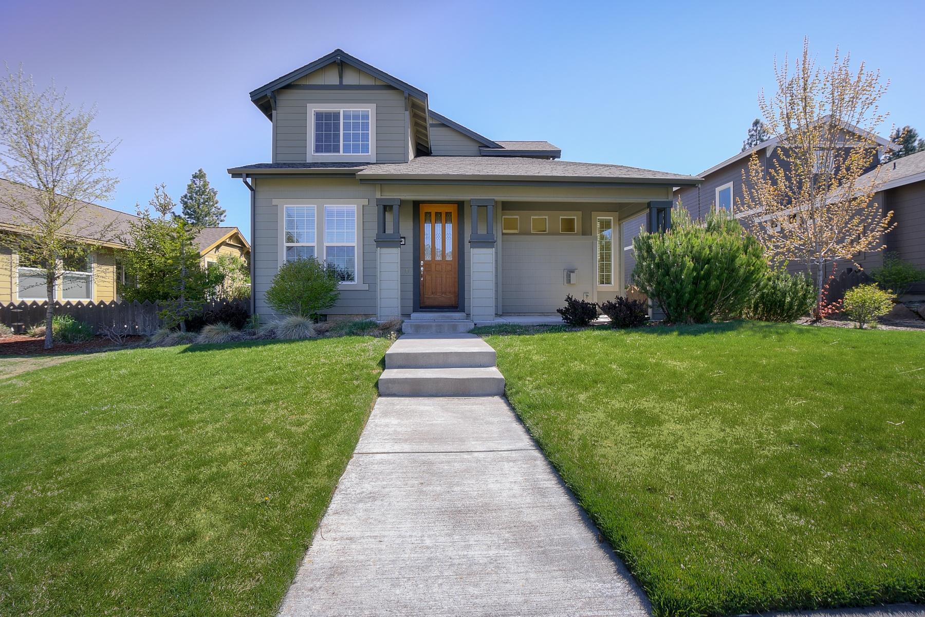 独户住宅 为 销售 在 Neighborhood Conscious? 61425 Davis Lake Loop 本德, 俄勒冈州, 97702 美国