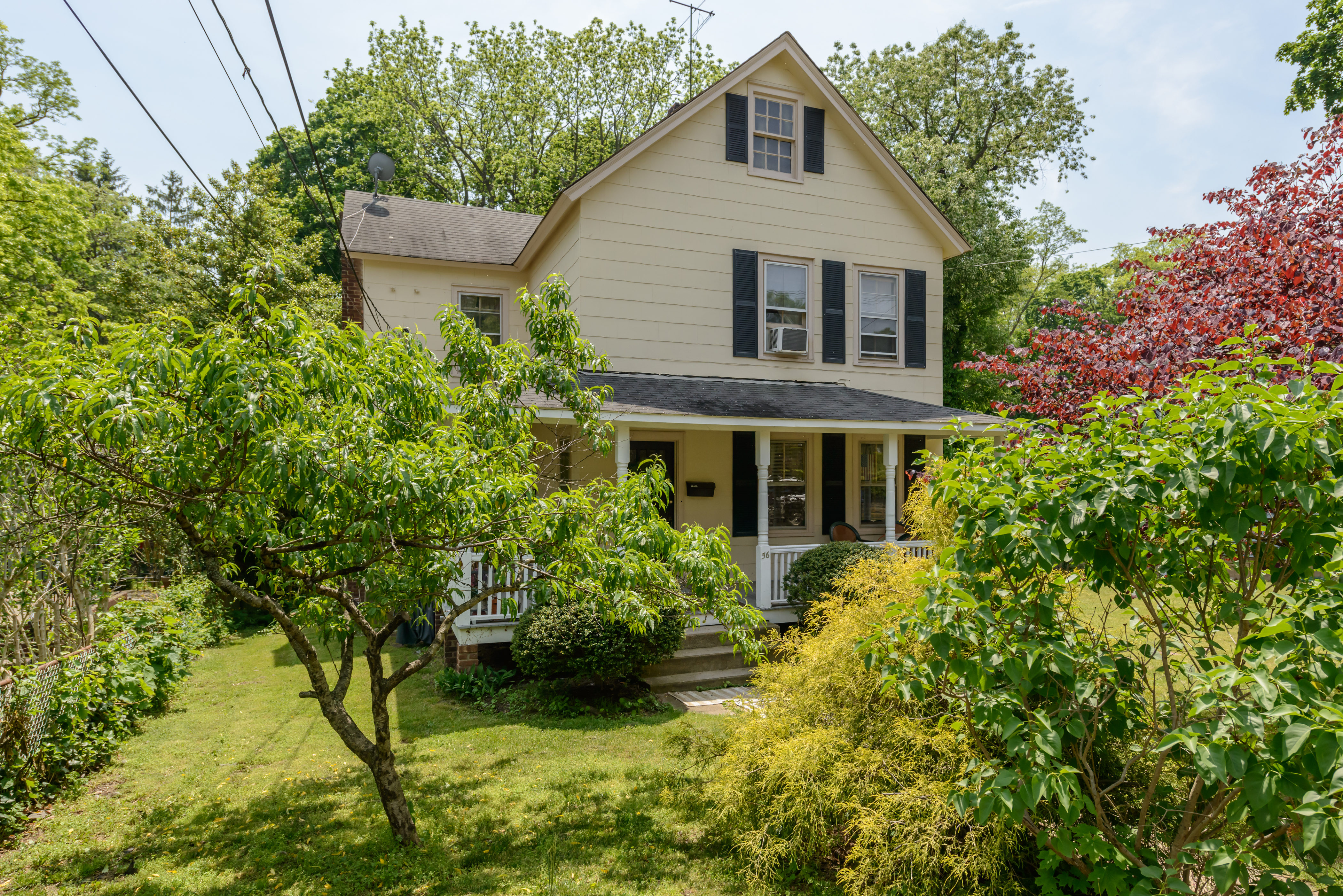 Multi-Family Home for Sale at Colonial 56 Davis St Locust Valley, New York, 11560 United States