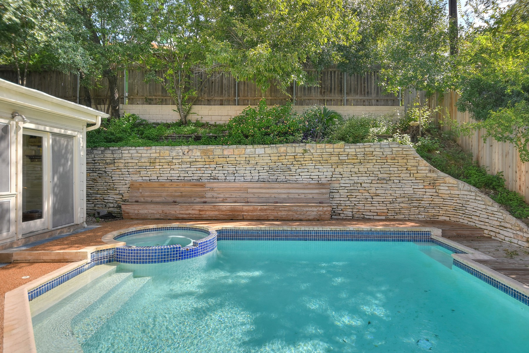Additional photo for property listing at Stunning Two Story in Highland Hills 5805 Highland Hills Dr Austin, Texas 78731 United States