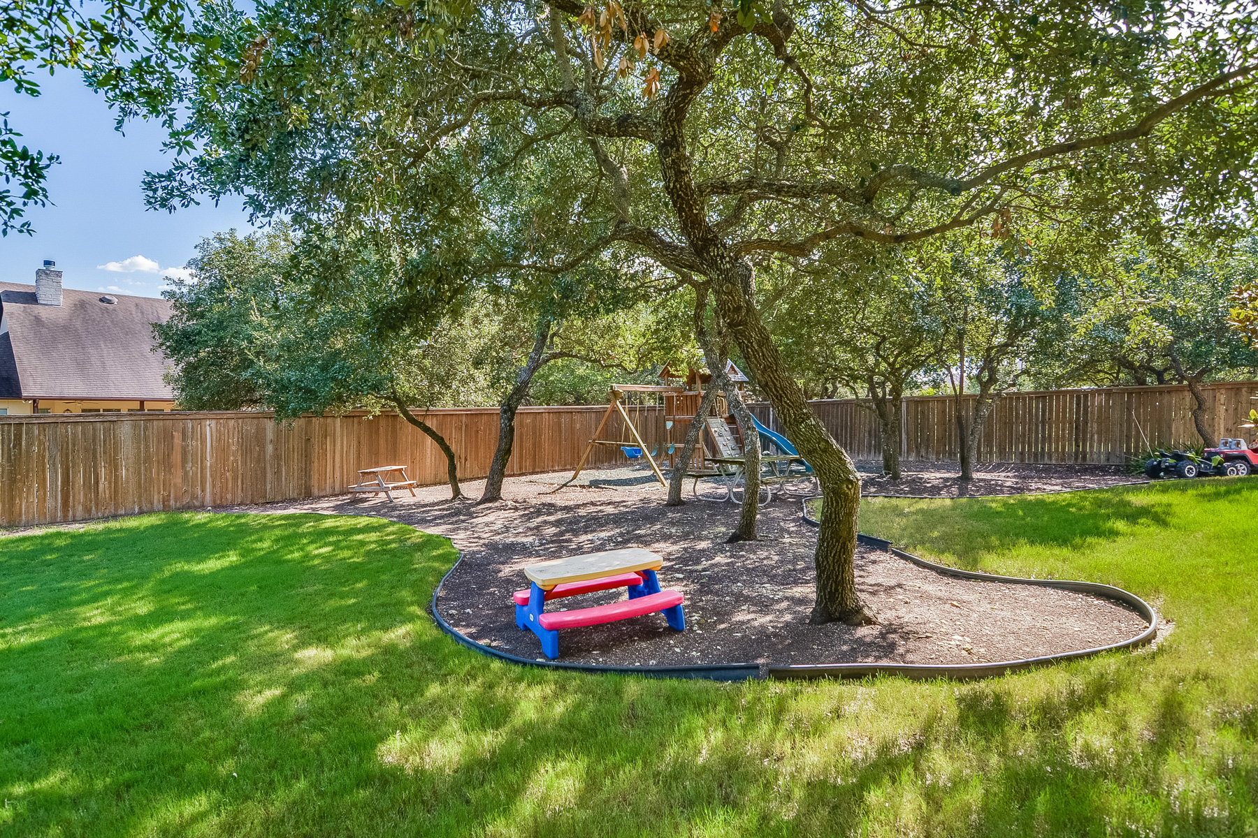Additional photo for property listing at Stunning Two-Story in Village Green 8050 Colonial Woods Boerne, Texas 78015 Estados Unidos