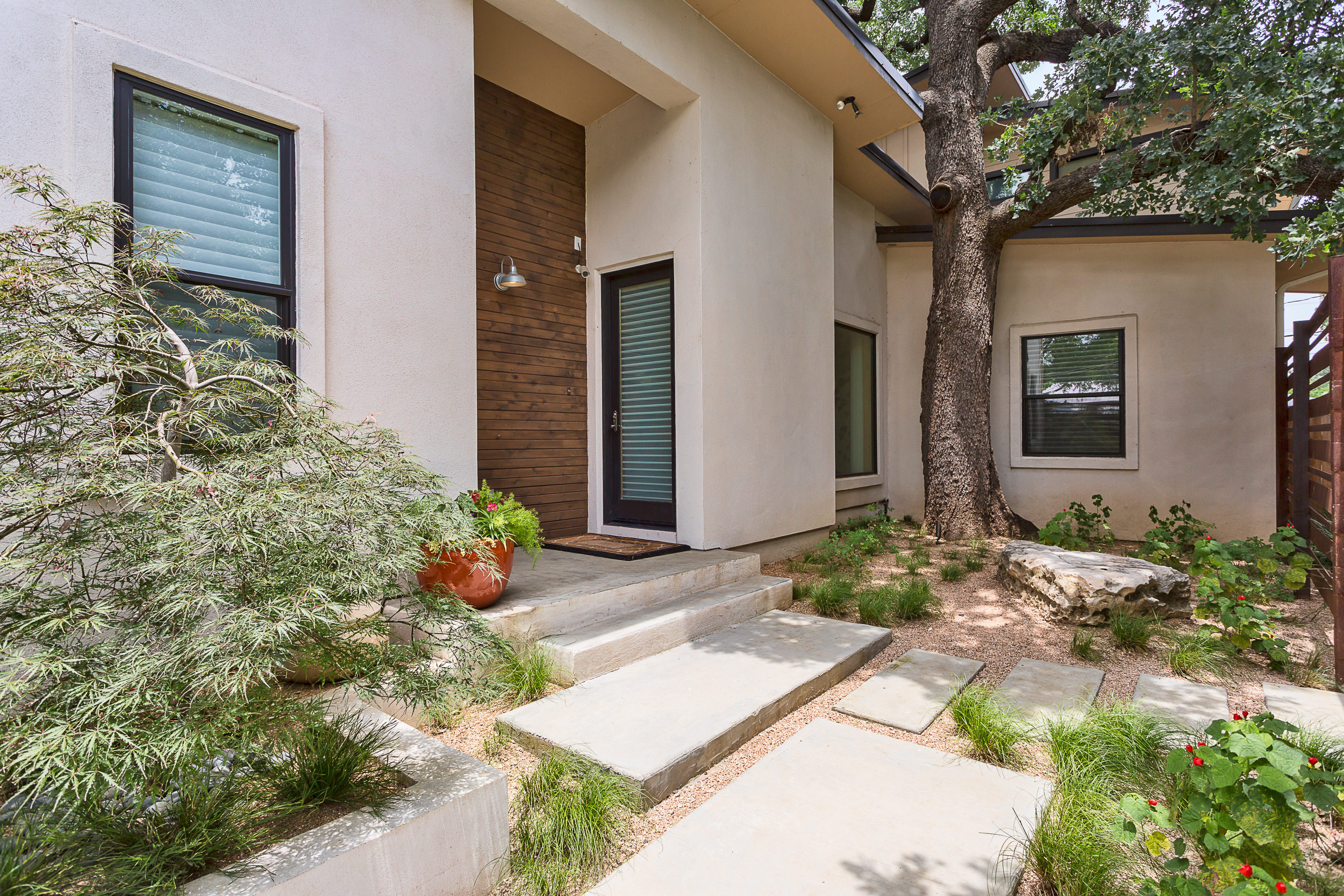 Single Family Home for Sale at Stunning Contemporary Smart Home 304 E 35th St Austin, Texas 78705 United States