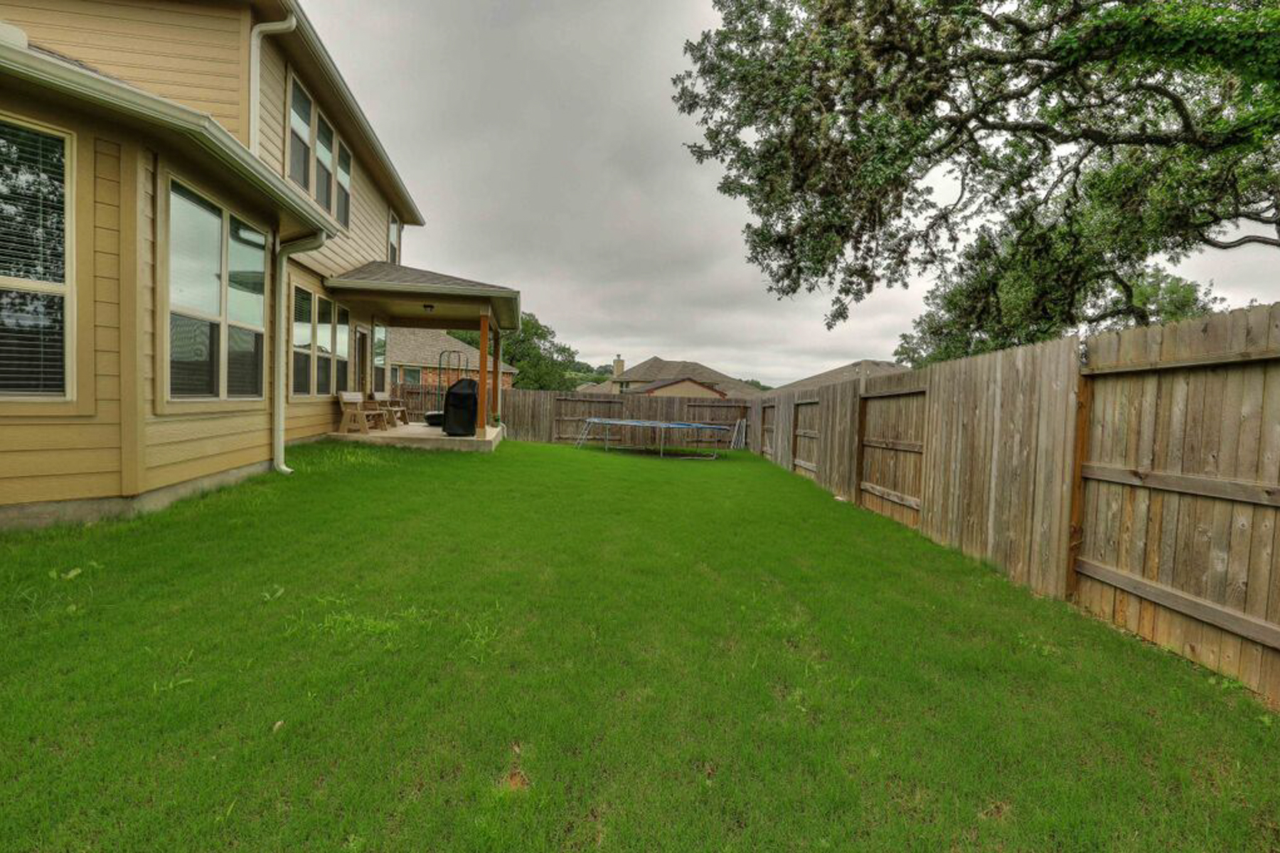 Additional photo for property listing at Rental in Sesirable Woods of Frederick Creek 109 Windsor Dr Boerne, Texas 78006 United States