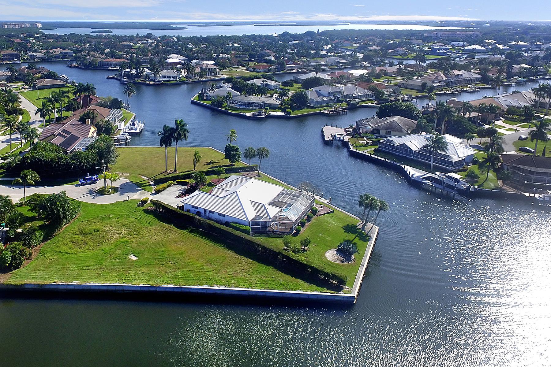 土地 为 销售 在 MARCO ISLAND 182 Coral Ct 马可岛, 佛罗里达州, 34145 美国