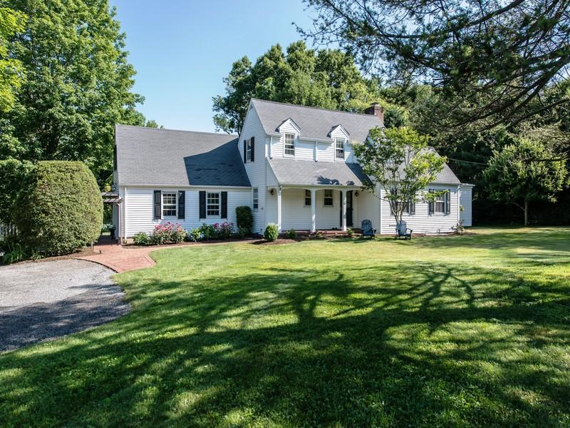 Villa per Vendita alle ore Exp Cape 61 Cove Rd Huntington, New York, 11743 Stati Uniti