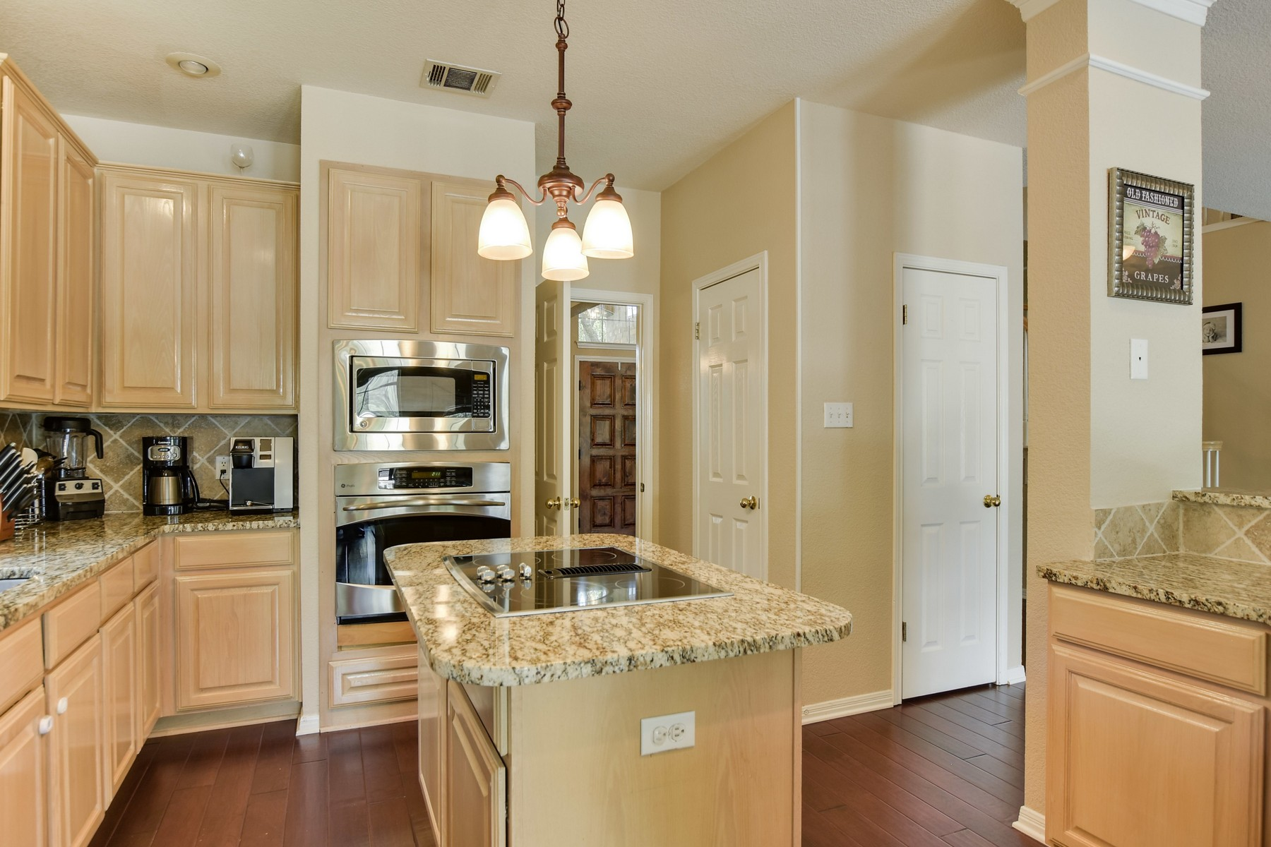 Additional photo for property listing at An Oasis in Scofield Farms 12626 Pony Ln Austin, Texas 78727 United States