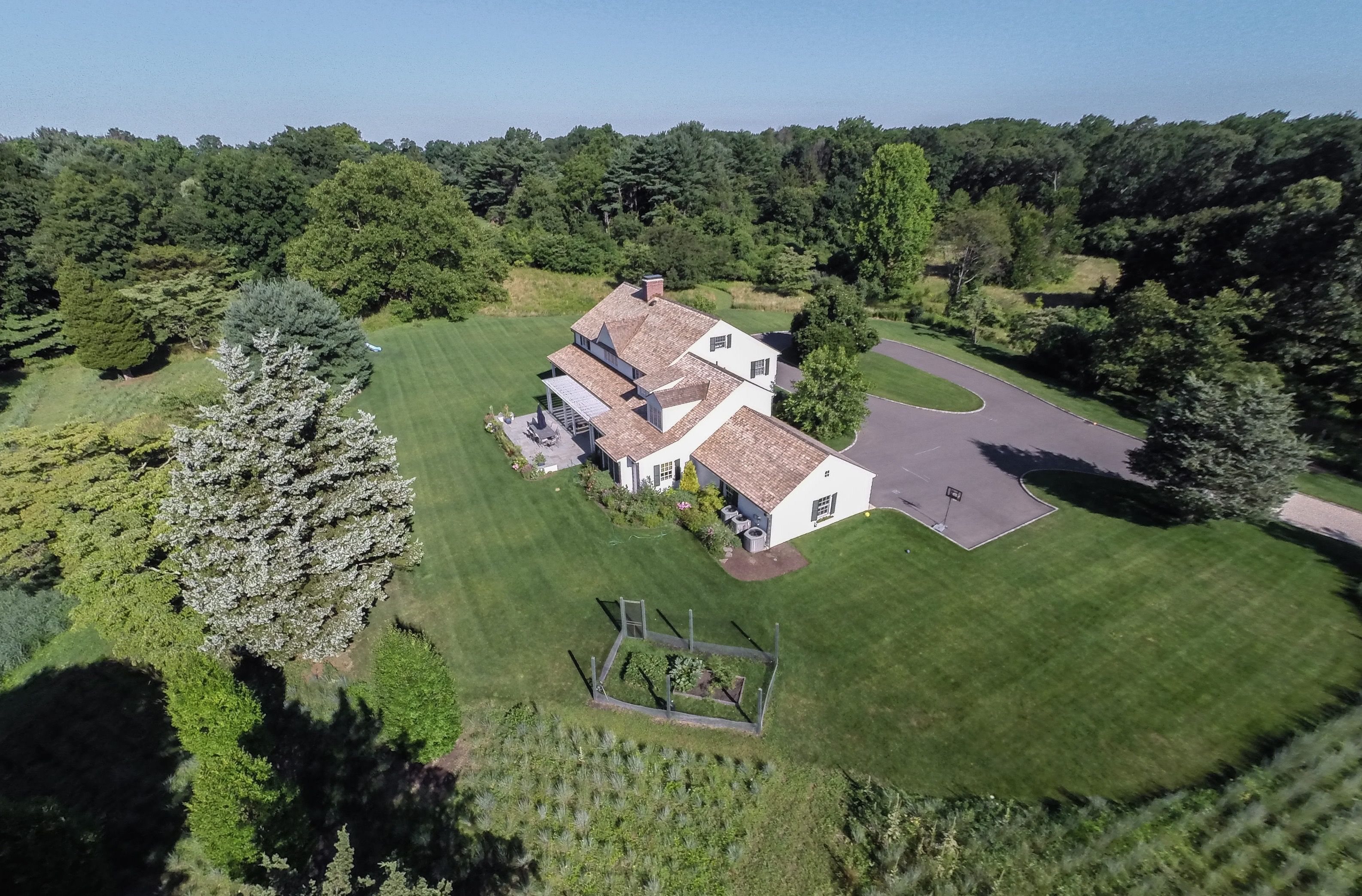Villa per Vendita alle ore Colonial 41 Middle Hollow Rd Lloyd Harbor, New York 11743 Stati Uniti