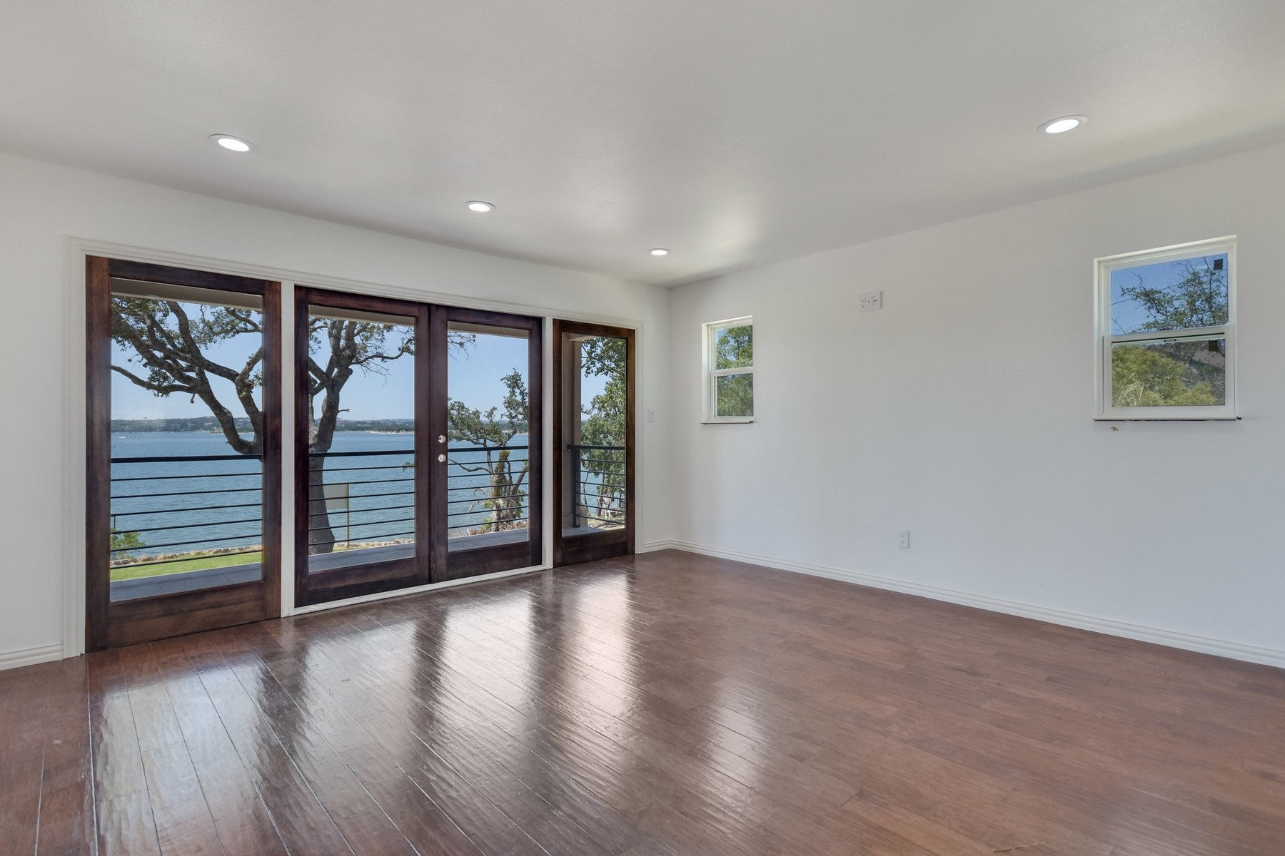 Additional photo for property listing at Stunning Home with a Fabulous Lake View 16907 S Ridge Ln Austin, Texas 78734 United States