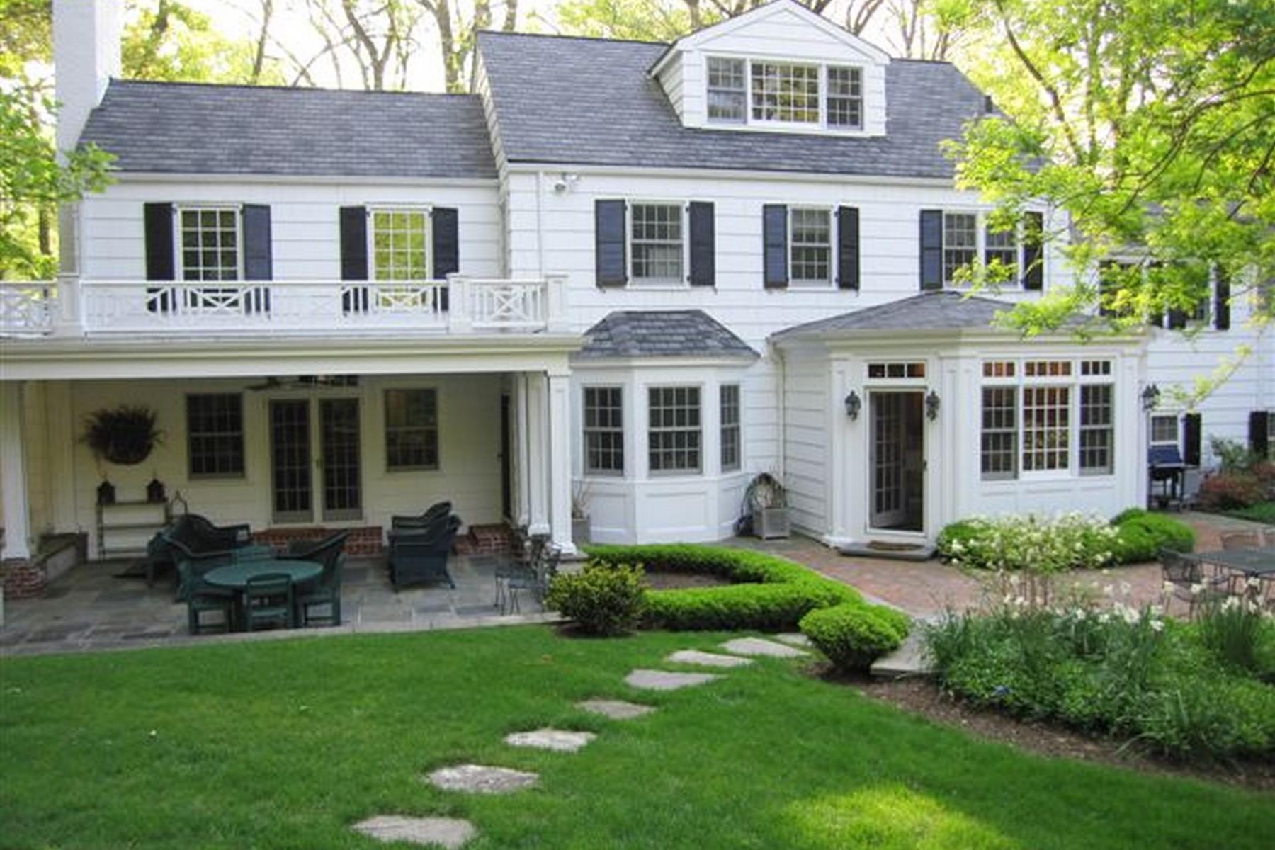 Villa per Vendita alle ore Colonial 69 Dogwood Ln Locust Valley, New York, 11560 Stati Uniti