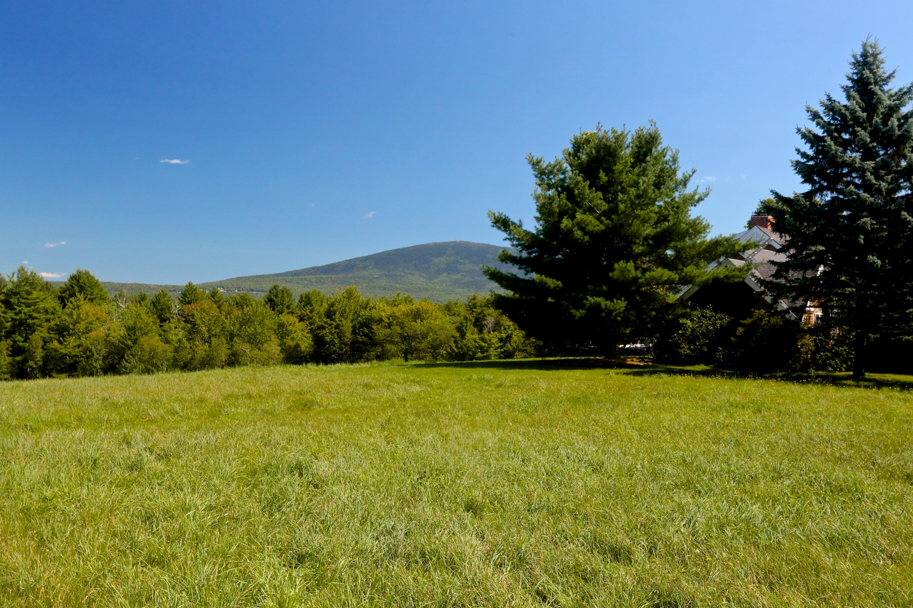Single Family Home for Sale at Commanding Mt. Kears 127 Sutton Rd New London, New Hampshire 03257 United States