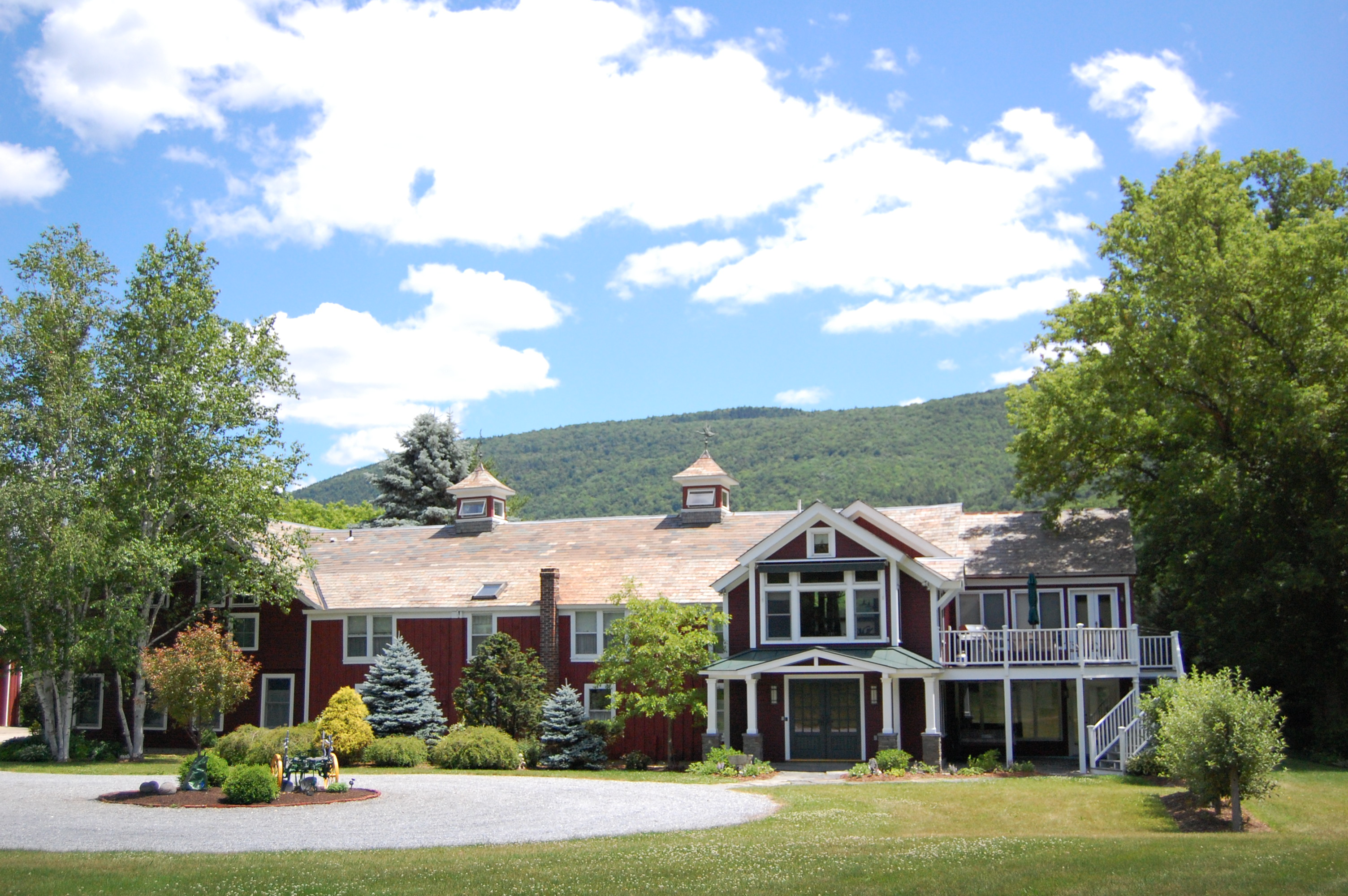 Single Family Home for Sale at Meticulously Renovated Post & Beam 7 Muddy Ln Manchester, Vermont, 05255 United States