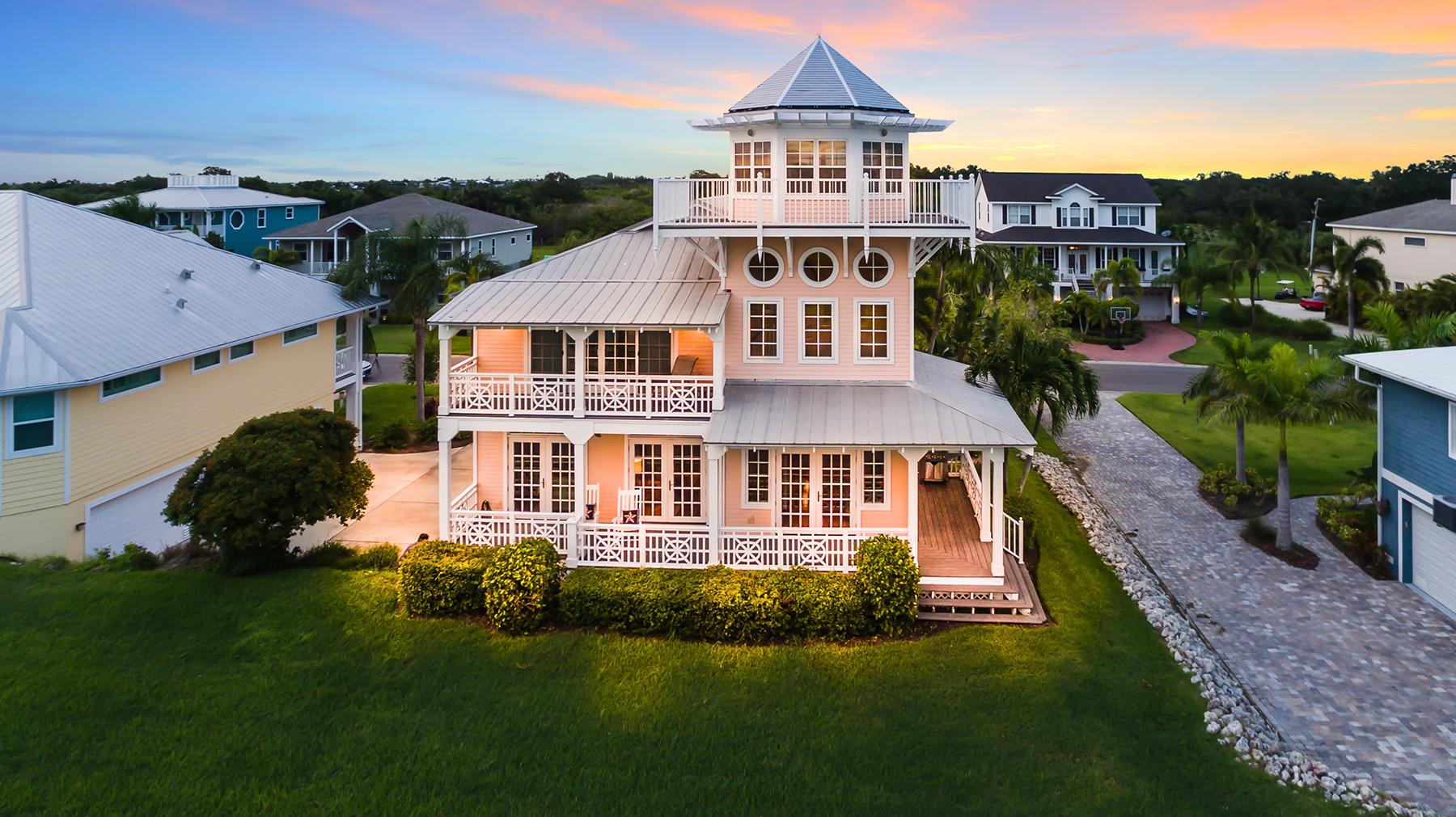 Nhà ở một gia đình vì Bán tại BLUE HERON 31 Island Ct Terra Ceia, Florida, 34250 Hoa Kỳ