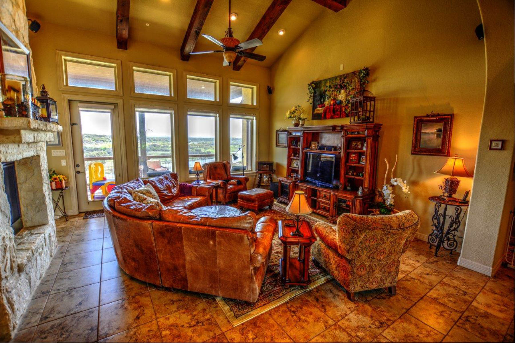 Additional photo for property listing at Lake Front Cutom Home in Mystic Shores 552 River Hawk Spring Branch, Texas 78070 Estados Unidos