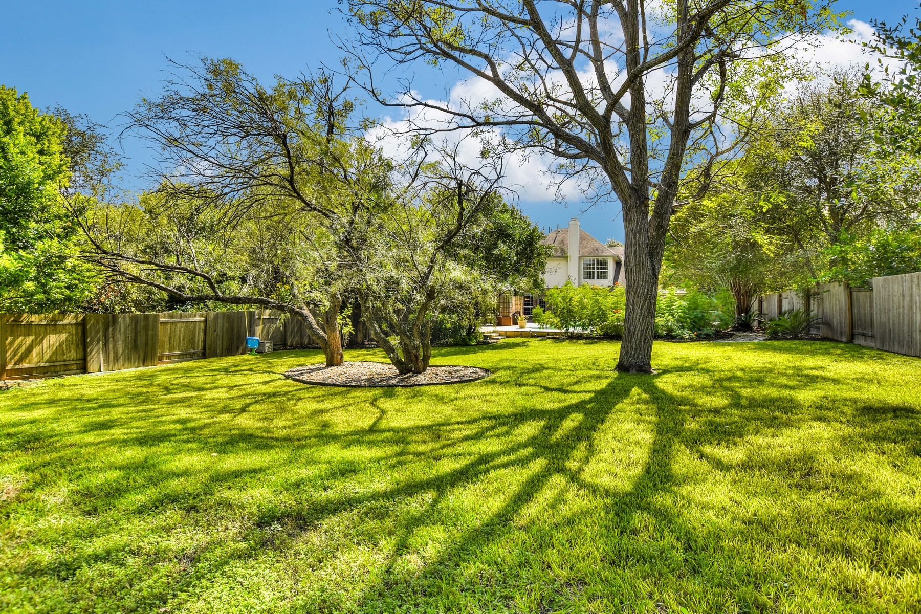 Additional photo for property listing at An Oasis in Scofield Farms 12626 Pony Ln Austin, Texas 78727 Estados Unidos