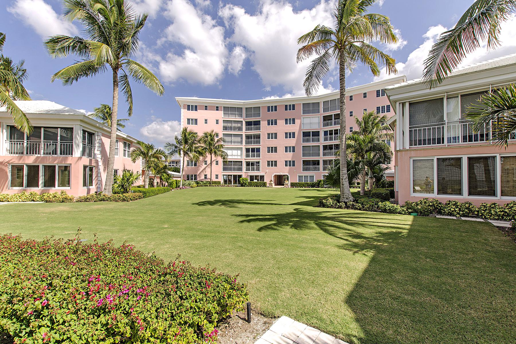 コンドミニアム のために 売買 アット THE MOORINGS - SHORES OF NAPLES 2401 Gulf Shore Blvd N 44 Naples, フロリダ 34103 アメリカ合衆国