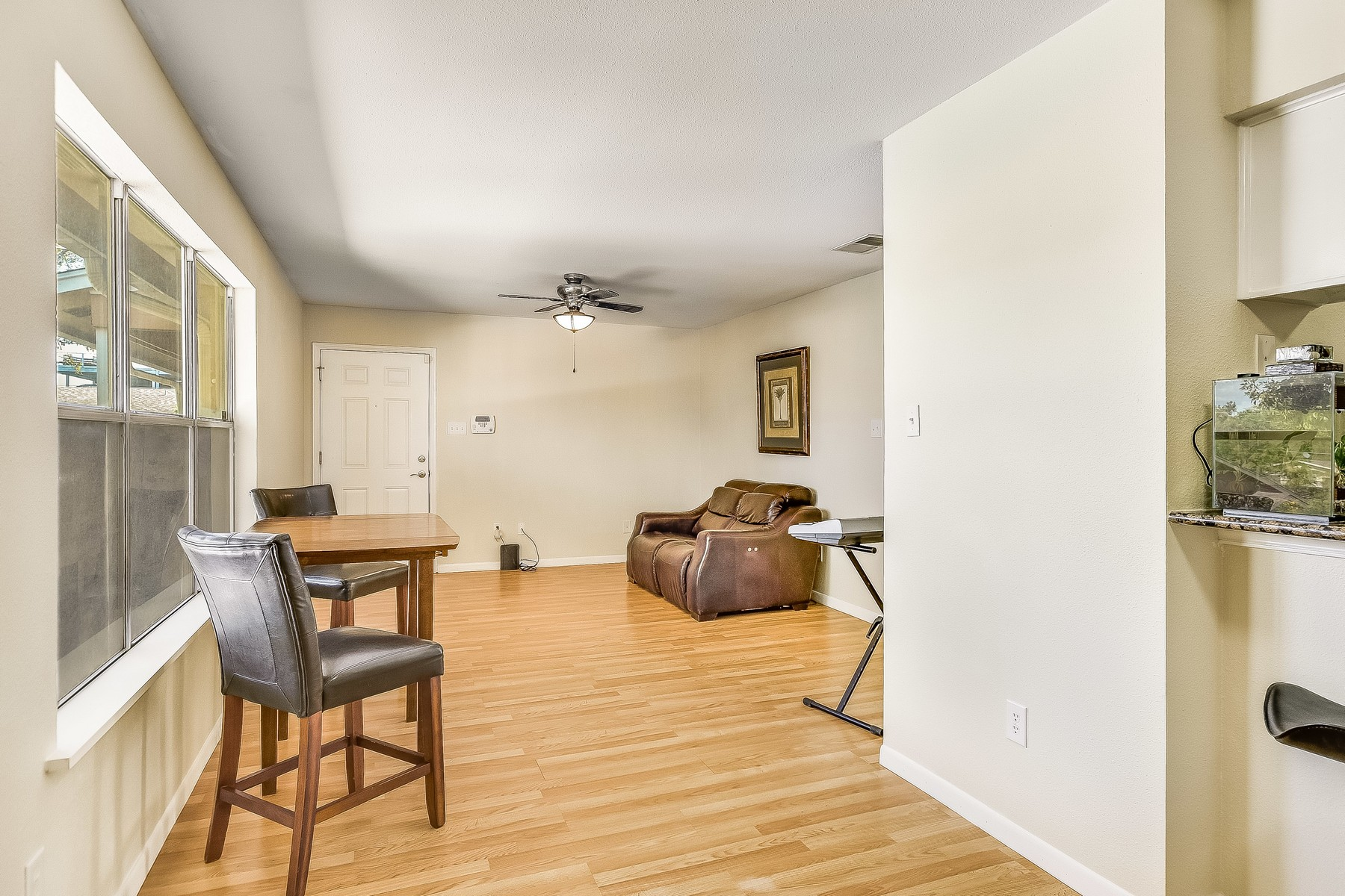 Additional photo for property listing at Amazing Condo in the Heart of North Shoal Creek 2450 Ashdale Dr 215 Austin, Texas 78757 United States