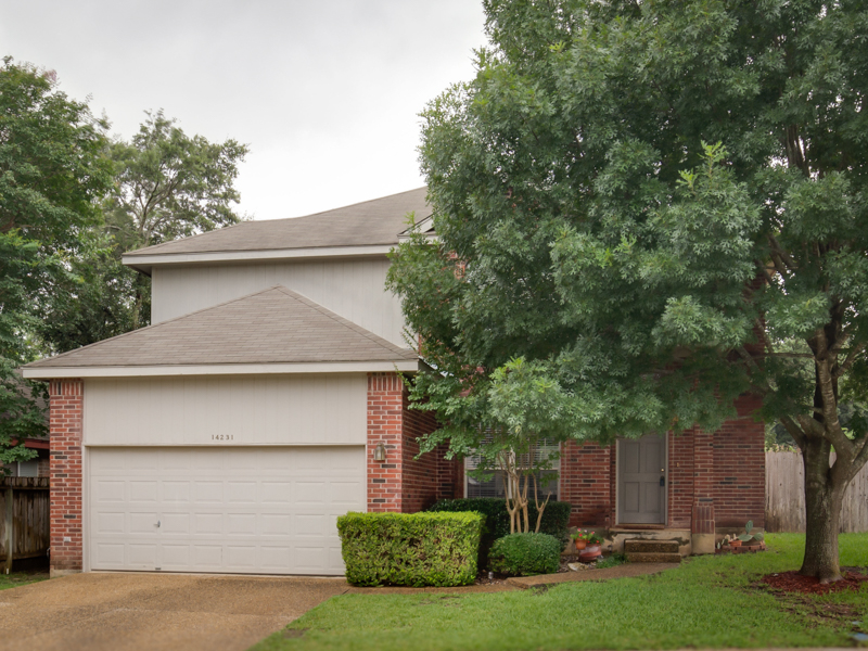 Single Family Home for Sale at Wonderful Home in Shavano Village 14231 Red Maple Wood San Antonio, Texas 78249 United States